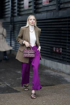 October Fashion, Milan Men's Fashion Week, Dior Couture, Vogue Fashion, Fashion Pants, Roger Vivier, I Look To You, Colour Blocking Fashion, Color Combinations For Clothes