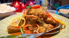 Nahids chicken curry (Foto: Fra TV-serien Hygge i Strömsö/YLE) Thai Red Curry, Recipies, Beef, Chicken Curry, Hygge, Ethnic Recipes, Tv, Food, Recipes