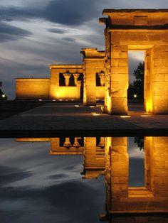 El Templo de Debod es un conjunto edilicio del antiguo Egipto localizado actualmente en Madrid (España). Fue un regalo de Egipto a España (año 1968), en compensación por la ayuda española, tras el llamamiento internacional realizado por la Unesco para salvar los templos de Nubia, principalmente el de Abu Simbel, en peligro de desaparición debido a la construcción de la presa de Asuán.