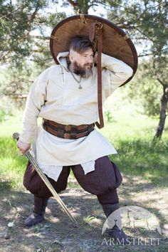 Viking shield medium size with leather exterior. Available in: brown leather, black leather, brass :: by medieval store ArmStreet
