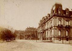 En primer plano el Palacio Ortiz Basualdo Anchorena -construído en 1904 y demolido en 1969- De fondo el Palacio Anchorena, actual Palacio San Martín. Barrio de Retiro.