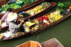 Floating market in Bangkok by Benette #travel #asia