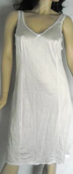 """Fruit of the Loom Lovely White Sleep Gown Size 40""""Bust Ships Free in the USA"""