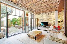 Dans les Hauts-de-Seine, Morgane Debieu, architecte d'intérieur franchisée MH DECO à Saint-Germain-en-Laye, a concilié décoration avec fonctionnalité dans ce magnifique duplex aménagé dans un esprit loft.