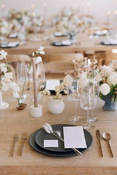 Earth Tones, Textures and Minimalism Created Magic at One of LA's Newest Wedding Spaces Modern Minimalist Wedding, Minimal Wedding, Minimalist Wedding Reception, Elegant Wedding, Space Wedding, Mod Wedding, Wedding Shoot, Fall Wedding, Wedding Centerpieces