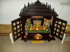 Let we know more about how to do worship (pooja kaise kare har roz) and at which place of we should keep the madir. Wooden Temple For Home, Temple Design For Home, Home Temple, Space Saving Furniture, Home Decor Furniture, Furniture Ideas, Green Interior Design, Interior Design Living Room, Main Entrance Door Design