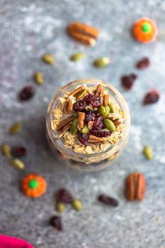Best Overnight Oats Recipes - 8 Ways - Healthy & Easy Meal Prep Breakfast! Best Overnight Oats Recipe, Pumpkin Overnight Oats, Overnight Oatmeal, Make Ahead Oatmeal, Yummy Oatmeal, Cooking A Roast, Oatmeal Recipes, Healthy Snacks, Breakfast Recipes