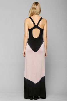 Pin for Later: Vous cherchez une robe canon à moins de 50 € ? Cliquez ici ! Robe longue Urban Outfitters Urban Outfitters Staring at Stars Tie-Dye Lounge Maxi Dress ($49)