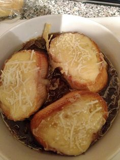 Amazing homemade French onion soup recipe.