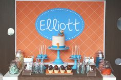 Giggle & hoot table by Mon Tresor & Couture Cupcake Cookies, Cupcakes, Desert Table, Happy Party, Dessert Buffet, Sweet Desserts, Party Cakes, Party Planning, Table Decorations