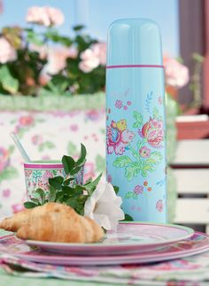 pink and aqua: girly thermos - they did not make them this pretty when I took a thermos to school.