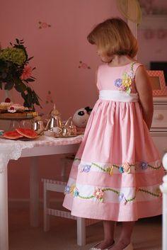 fairytale frocks and lollipops::olabelhe, dawn hansen, miranda's dress Kids Dress Wear, Baby Dress, Little Girl Fashion, Kids Fashion, Little Girl Dresses, Girls Dresses, Girl Dress Patterns, Baby Sewing, Kind Mode
