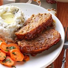 Taste of Home meat loaf recipes are all Test Kitchen-approved! Top 'em with bacon, ketchup or cheese—meat loaf is always comfort food. Best Meatloaf, Meatloaf Recipes, Meat Recipes, Cooking Recipes, Bob Evans Meatloaf Recipe, Taste Of Home Meatloaf Recipe, Bob Evans Pot Roast Recipe, Turkey Meatloaf, Potato Recipes