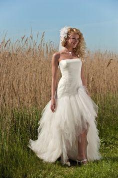 Robe de mariée ivoire courte devant avec légère traine