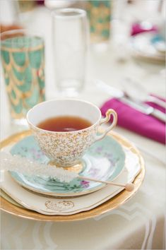 Simply swanky bridal tea ideas. Captured By: Roots of Life Photography #weddingchicks http://www.weddingchicks.com/2014/09/22/simply-swanky-bridal-tea/
