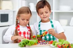 HOMEMADE KIDS & BABY FOOD<br>Because many kids get about one-third of their daily calories from after-school snacks,<br>we've got many cooking ideas that kids will love. You can make your kids food fresh & tasty in only one hour per week - it really is th Healthy Kids, Healthy Snacks, Healthy Eating, Healthy Summer, Healthy Weight, School Snacks For Kids, Snacks Kids, Summer Snacks, School Lunch