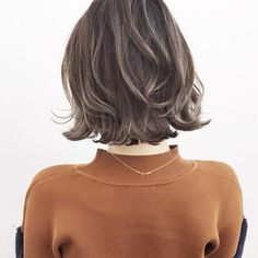 HAIR(ヘアー)はスタイリスト・モデルが発信するヘアスタイルを中心に、トレンド情報が集まるサイトです。20万枚以上のヘアスナップから髪型・ヘアアレンジをチェックしたり、ファッション・メイク・ネイル・恋愛の最新まとめが見つかります。 How To Curl Short Hair, How To Make Hair, Short Hair Cuts, Curled Hairstyles, Hairstyles Haircuts, Medium Hair Styles, Short Hair Styles, Rachel Hair, Hair Arrange