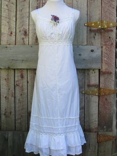 Romantic Vintage White Cotton and Lace Dress Boho/Prairie or Country Wedding - Early 90s