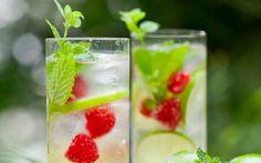 Zitrone, Aloe Vera und Himbeeren: Dieser Detox-Drink schmeckt nicht nur fantastisch, sondern macht auch noch schön! Wir haben das Rezept für euch! http://on.elle.de/1KZveyb