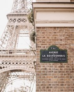 Коттедж и коттедж I Love Paris, Build Something, Paris Apartments, City Girl, World Traveler, The Dreamers, Cottage, Cabin, Adventure