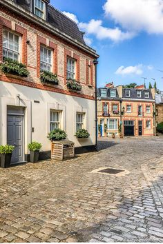 A beautiful mews street in Belgravia, London. This London mews is tucked away off Ebury Street and is full of cobblestones and pretty houses. London View, London Tours, London Travel, London Real Estate, Victorian Street, Walks In London, Mews House, London Instagram, London Photography