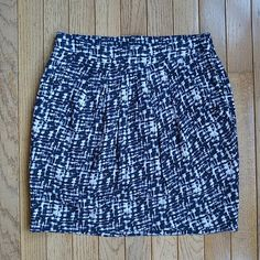 Printed Skirt Black, navy, gray, and light purple printed skirt. Size small. Has pockets! Only worn a few times, excellent condition. Forever 21 Skirts