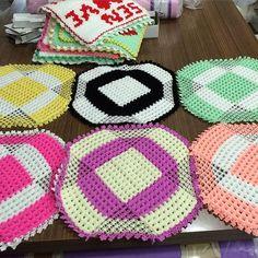 Table Runners, Loom, Flamingo, Weaving, Kids Rugs, Blanket, Facebook, Towels, Pattern Books