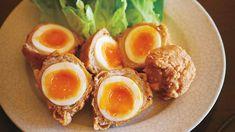 """半熟ゆで卵の肉巻きに、衣をつけて揚げた""""から揚げ""""は、晩ごはんに合う卵のガッツリおかず。揚げたてを半分に割ると、中から半熟の黄身がトローリ。仕上げに卵の部分に塩をパラッとふって仕上げます。"""