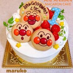 1歳の誕生日祝いに頼まれたケーキ☆ありがたいヽ(゚∀゚)ノ1歳ケーキ作るの大好き♪アンパンマンとのことで、あとはおまかせだったんで、巨大マカロンにアンパンマン書きました‼︎人生で初めてこんなデカイマカロン焼いた…笑  たぶんケーキ食べる前にマカロンで腹いっぱいになるな(;OдO)笑 - 305件のもぐもぐ - アンパンマンマカロンケーキ☆ by TAEKO ITO