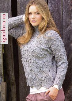 Мягкий серый пуловер с шишечками и ажурными узорами. Вязание спицами