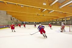 Finnish hockey prospect Sampo Ranta ( had a bed at the Red Bull Academy for a year. These 365 days were enough for the old to go from having a tough time on a club youth team to… Red Bull, Sports Complex, Ice Rink, Skating Rink, Salzburg, Hockey, Countries, Ceiling, Restaurant