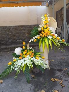 1 million+ Stunning Free Images to Use Anywhere Creative Flower Arrangements, Tropical Flower Arrangements, Ikebana Flower Arrangement, Church Flower Arrangements, Beautiful Flower Arrangements, Beautiful Flowers, Altar Flowers, Church Flowers, Funeral Flowers