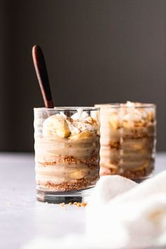 Melt-in-your-mouth easy banana cream pie recipe topped with tasty whipped cream served in layered jars for your convenience. Vegan, paleo, gluten free, and refined sugar free!