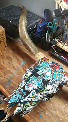 Deer Skull Art, Skull Wall Art, Skull Decor, Painted Animal Skulls, Antler Art, Skull Painting, Bull Skulls, Rustic Art, Skull Design