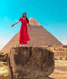 Day trip to Cairo from Hurghada by plane to visit Giza pyramids, the Great Sphinx and the Egyptian museum then catch your flight back to Hurghada. Cairo Airport, Cairo City, Hurghada Egypt, Memphis City, Visit Egypt, Pyramids Of Giza, Egypt Travel, Beautiful Places To Visit, Amazing Places
