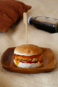 Cheeseburger - The secret ingredient is one heaping teaspoon of love Hamburger, Beef, Ethnic Recipes, Food, Meat, Essen, Burgers, Meals, Yemek