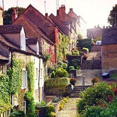 Het meest pittoreske stukje Engeland: the Cotswolds! Ben jij er al eens geweest? Of staat het nog op jouw wensenlijstje? #engeland #england #visitengland #visitbritain #britainisbeautiful #cotswolds #pittoresk #pittoresque #pictureperfect #reizen #travel #wanderlust #vakantie #holiday #picoftheday