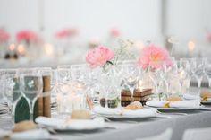 Décoration vintage, mariage, wedding, mariage vintage, idée mariage, idée décoration, décoration mariage, table de mariage, décoration table, lieu de réception, vieux livres centre de table
