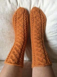 Hunajat - Puikot ja kerä lankaa Knitted Mittens Pattern, Knit Mittens, Knitting Socks, Knitting Patterns, Farrow And Ball Paint, Youtube Logo, Leg Warmers, Knit Crochet, Slippers
