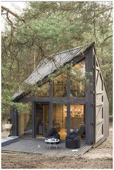 45 Genius Ideas For Your Tiny House Project House Topics Tiny House Living Room Genius House Ideas project Tiny Topics Tyni House, Tiny House Cabin, Tiny House Living, Tiny House Design, House Wall, House And Home, Shack House, Tiny Beach House, Tree House Designs