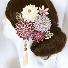 つまみ細工アクセサリー豪華8点セット✴︎プラム×ホワイト《送料無料》 Flower Hair Clips, Flowers In Hair, Fabric Flowers, Kanzashi Flowers, Hair Ornaments, Headdress, Brooch, Geisha, Beautiful