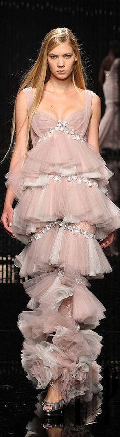 Tony Ward ( Why do models always have to look so disdainful & angry? Couture Fashion, Runway Fashion, High Fashion, Couture 2015, Punk Fashion, Lolita Fashion, Fashion Beauty, Fashion Trends, Tony Ward