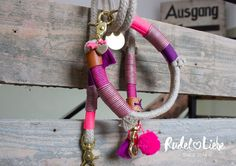 Manufaktur für besondere und individuelle Hundeleinen und Halsbänder aus Tauwerk  www.rudelliebe.de    #hund #frenchbulldog #dog #dogs #halsband #dogsofinstagram #goldenretriever #instadog #dogstagram #dogoftheday #dogs_of_instagram #retriever #labrador #puppy #instapets #puppy #bulldog #dalmatiner #hundehalsband #labrador #labradoodle #jackrussel #mops #pets_of_instagram #irishsetter #australianshepherd #beagle #französischebulldogge #dalmatiner #dackel #frenchbulldog Irish Setter, Jack Russel, Girl Dog Collars, Golden Retriever, Girl And Dog, Australian Shepherd, Dog Leash, Dog Stuff, Beagle
