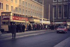 Berlin Ende der 60er BVG Busse halten noch vor dem Flughafen Tempelhof