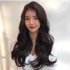 For thin weak hair - Short Wavy Hair - 2019 women's long hair AIR Air Firm! For thin weak hair 2019 women'. Korean Wavy Hair, Short Wavy Hair, Long Hair Cuts, Korean Perm, Korean Hairstyle Long, Asian Perm, Long Asian Hair, Korean Curls, Korean Haircut Long