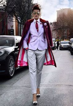 """vaporwavesimulator: """"women wear suits better than men and thats just a cold hard fact """" One name to those who doubt these words: ESTHER QUEK I rest my case. Fashion Mode, Suit Fashion, Look Fashion, Fashion Outfits, Womens Fashion, Estilo Dandy, Estilo Tomboy, Androgynous Fashion, Tomboy Fashion"""