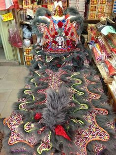 Grey lion that master siow made. Beautiful. go the chinese opera guy on the back of its head. Looks hectic