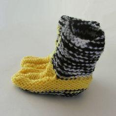 Gele moccasin-laarsjes met grijs-zwarte strepen (62-68)