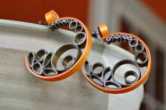 Bronze Gold Quilled Quilling Paper Earrings Mod ♥ by littlecircles Paper Quilling Earrings, Paper Quilling Patterns, Quilling Paper Craft, Quilling Flowers, Paper Crafts, Paper Jewelry, Paper Beads, Jewelry Crafts, Quilled Creations