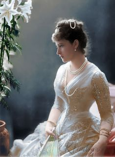 Princess Elisabeth of Hesse and by Rhine, later Grand Duchess Elizabeth Feodoro. Victorian Fashion, Vintage Fashion, Vintage Outfits, Vintage Dress, Tsar Nicolas Ii, Reine Victoria, Queen Victoria, Edwardian Gowns, Alexandra Feodorovna